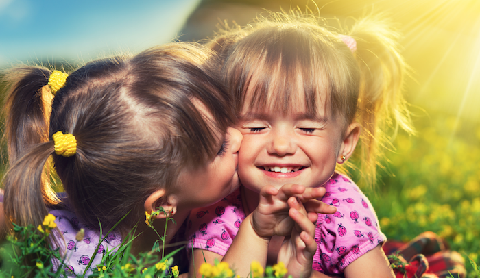 10 redenen waarom IEDEREEN een zus moet hebben