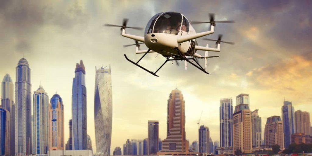 Un quadricoptère autonome vole au dessus d