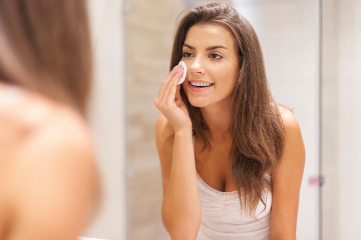 3 dingen die je fout doet als je je gezicht reinigt