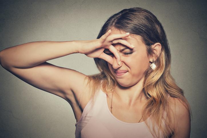 3 manieren om zweetgeurtjes te voorkomen