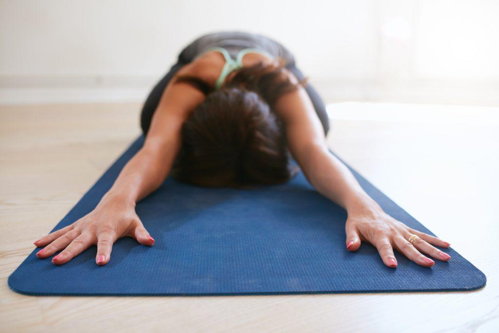 4 eenvoudige yoga oefeningen