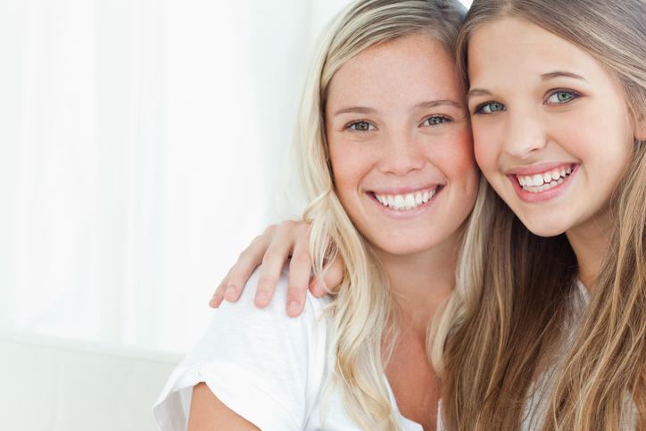 4 manieren om je vriendin op te vrolijken