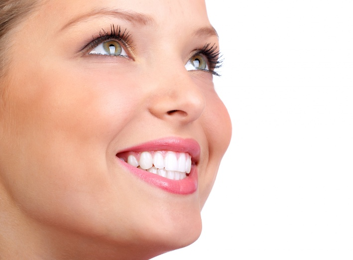 5 astuces pour des dents blanches étincelantes