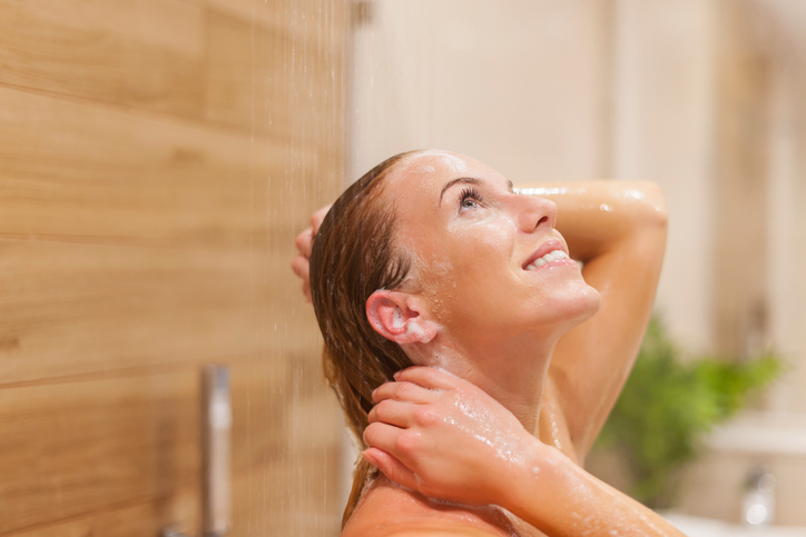 5 dingen die je verkeerd doet als je je haar wast