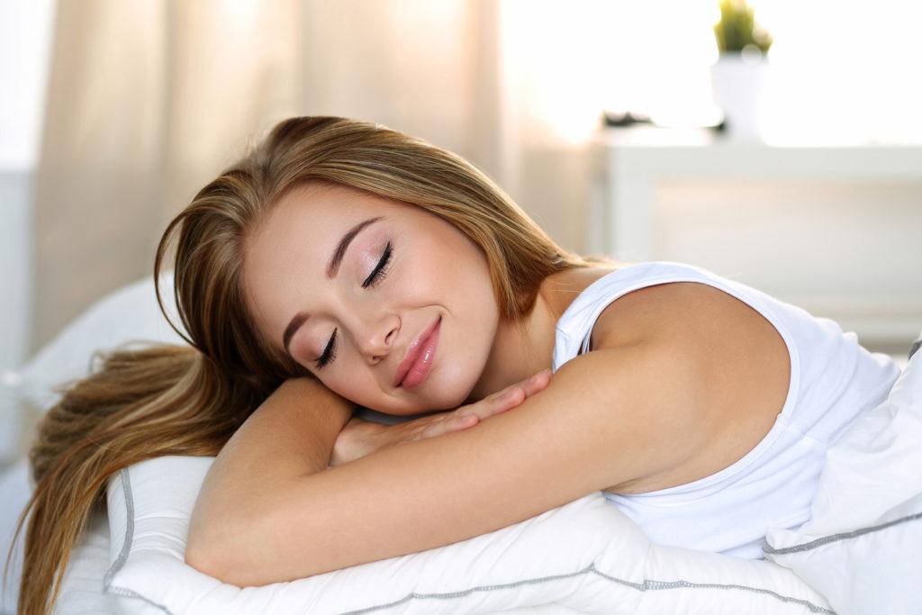 5 herkenbare redenen waarom je toch met make-up slaapt