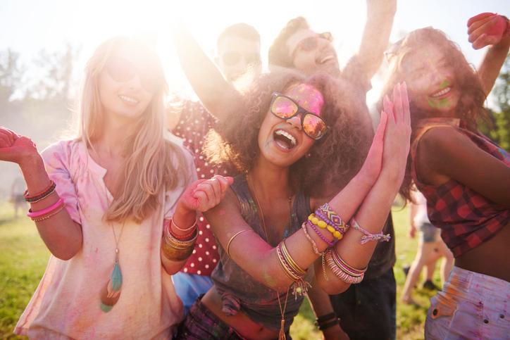 5 tips om je gezonde levensstijl vol te houden tijdens een festival
