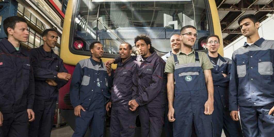 Des travailleurs, y compris immigrés, dans une usine en Allemagne