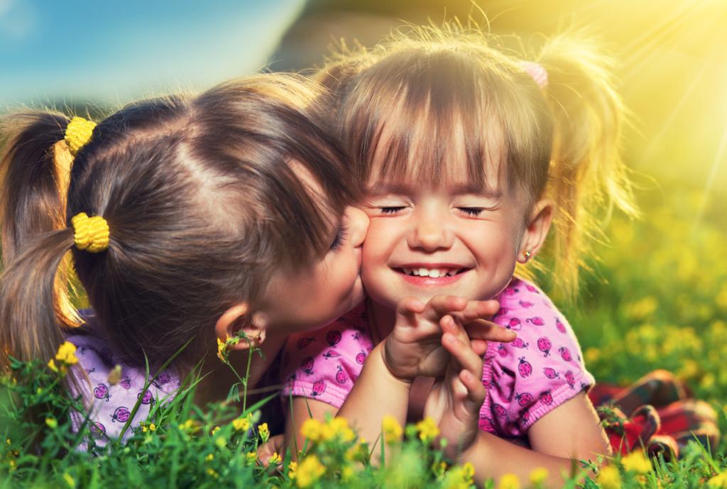 7 dingen die je herkent als broer of zus veel ouder is