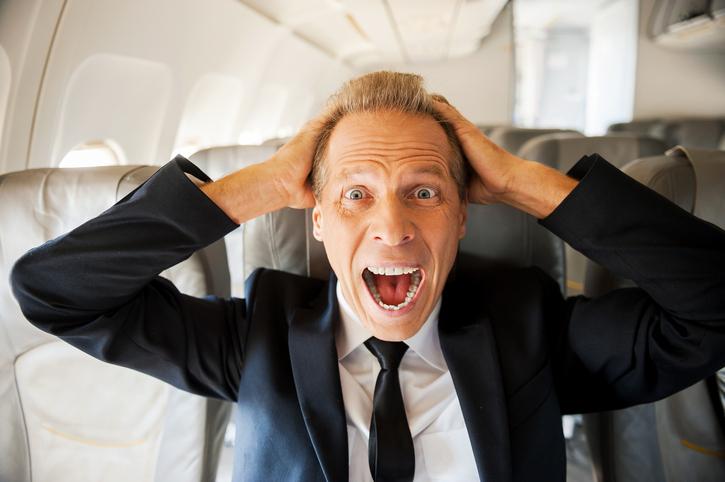 7 ergernissen in het vliegtuig die iedereen herkent