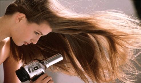 7 fouten die je maakt als je je haar droogt
