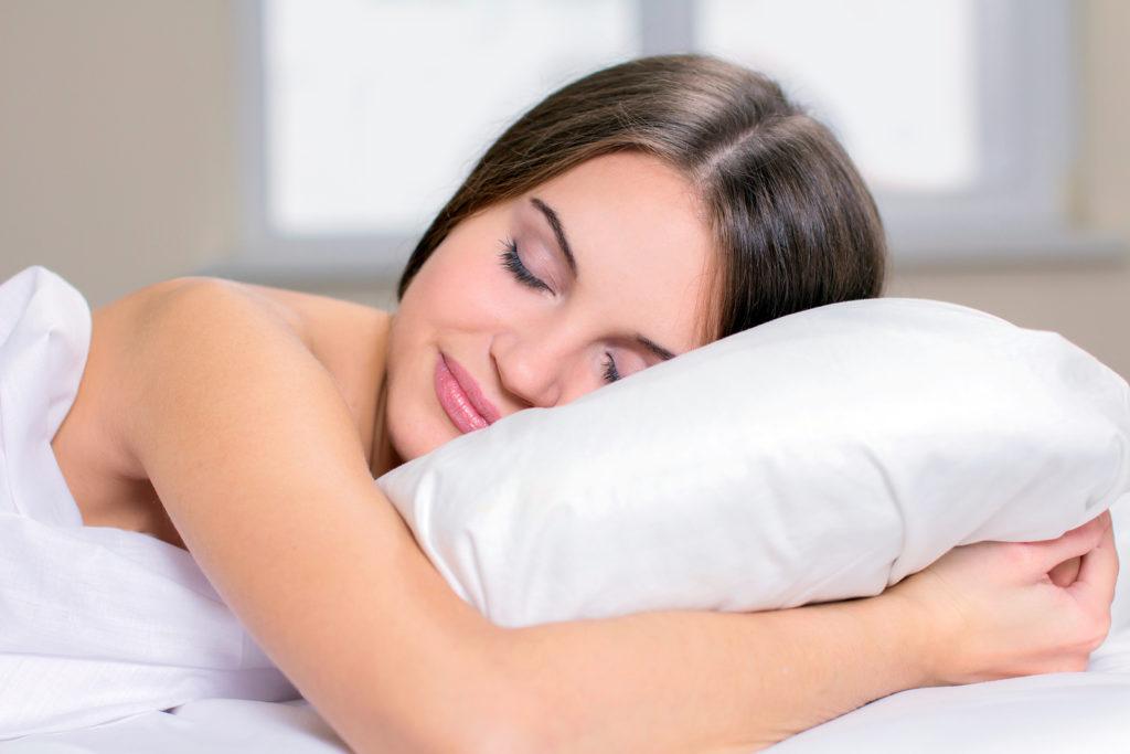 7 redenen waarom je naakt zou moeten slapen