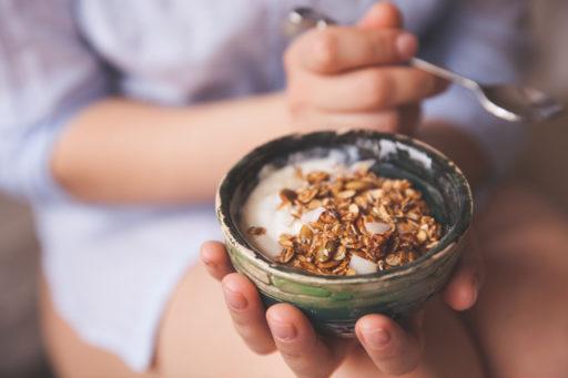 7 redenen waarom yoghurt (opnieuw) opnemen in je ontbijt een goed idee is