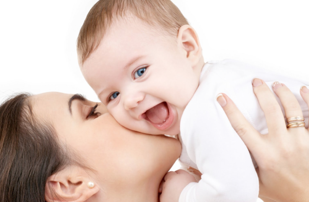 De 8 groeifases en ontwikkeling van een baby