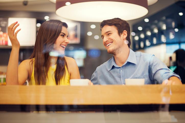 8 manieren om een gesprek te beginnen met je crush