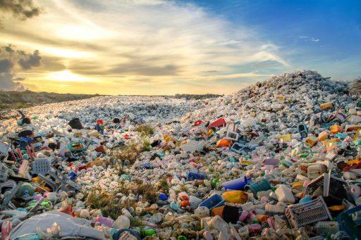 We zijn op weg naar 50 kilo plastic afval voor elke meter kustlijn ter wereld
