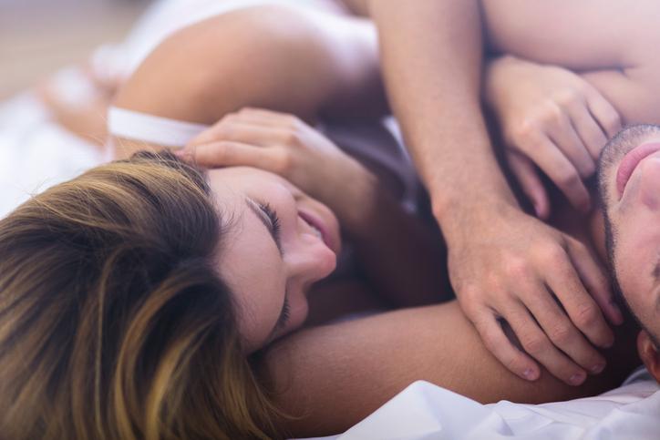 9 problemen die je hebt als je met je lief in één bed slaapt
