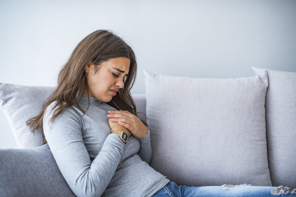 Herken jij deze 9 symptomen? Dan heb jij misschien reflux