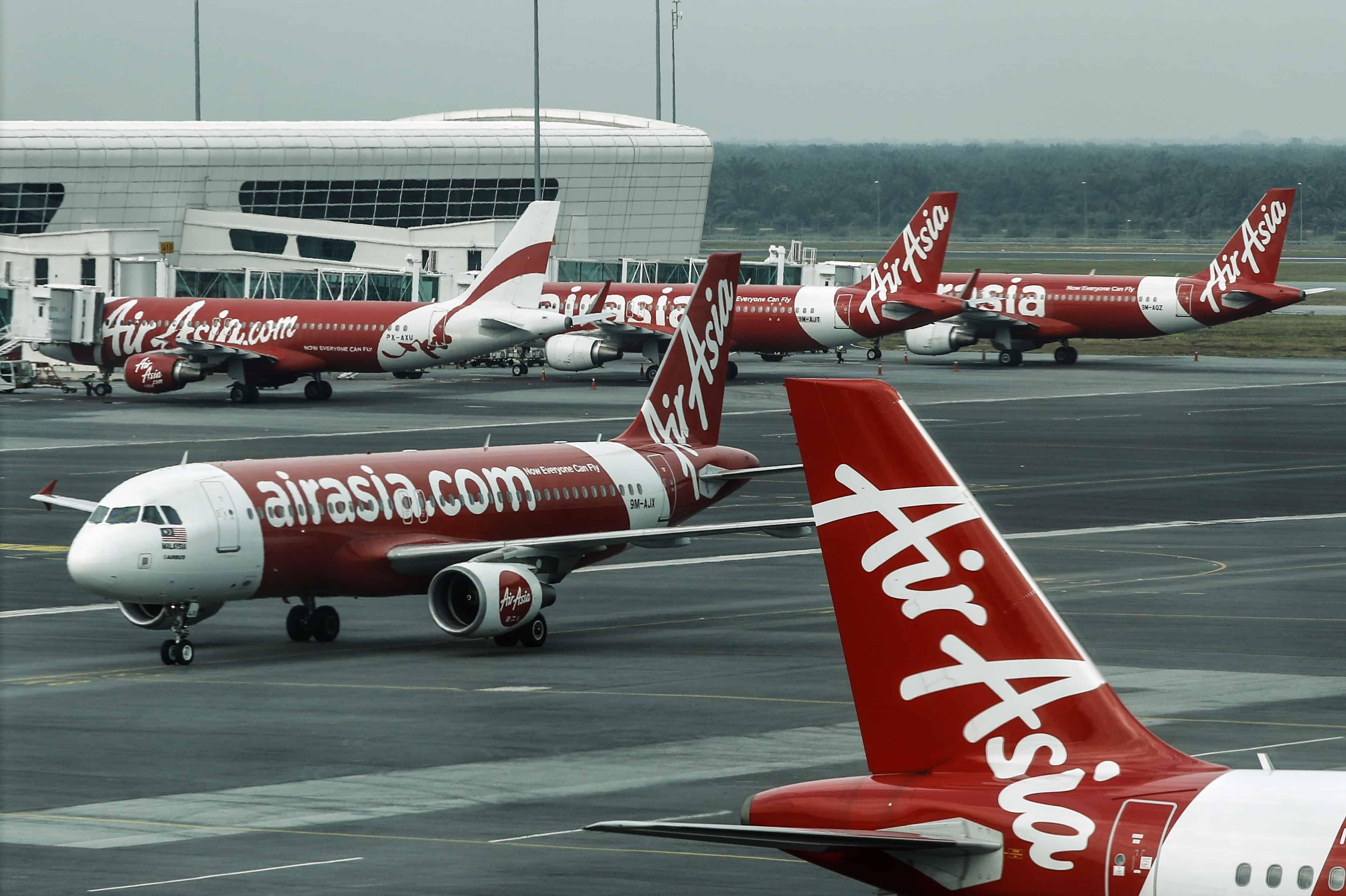 Verschillende vliegtuigen van AirAsia