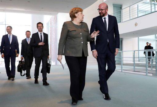 Merkel zet Charles Michel in schaduw op jacht naar Europees reddingspakket