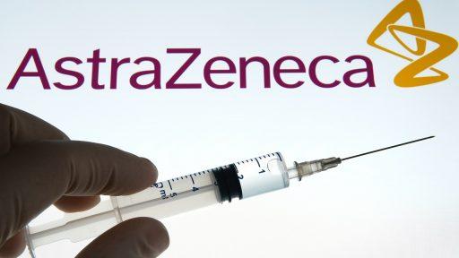 Efficacité de son vaccin mise en doute, livraisons en baisse… La pression monte pour AstraZeneca