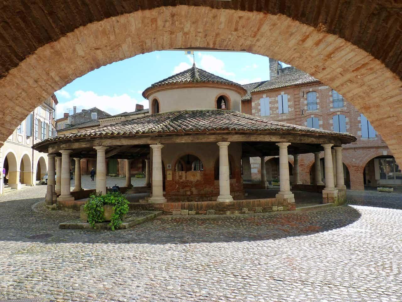 Een overdekte markt in Auvillar, een van de mooiste Franse dorpjes.