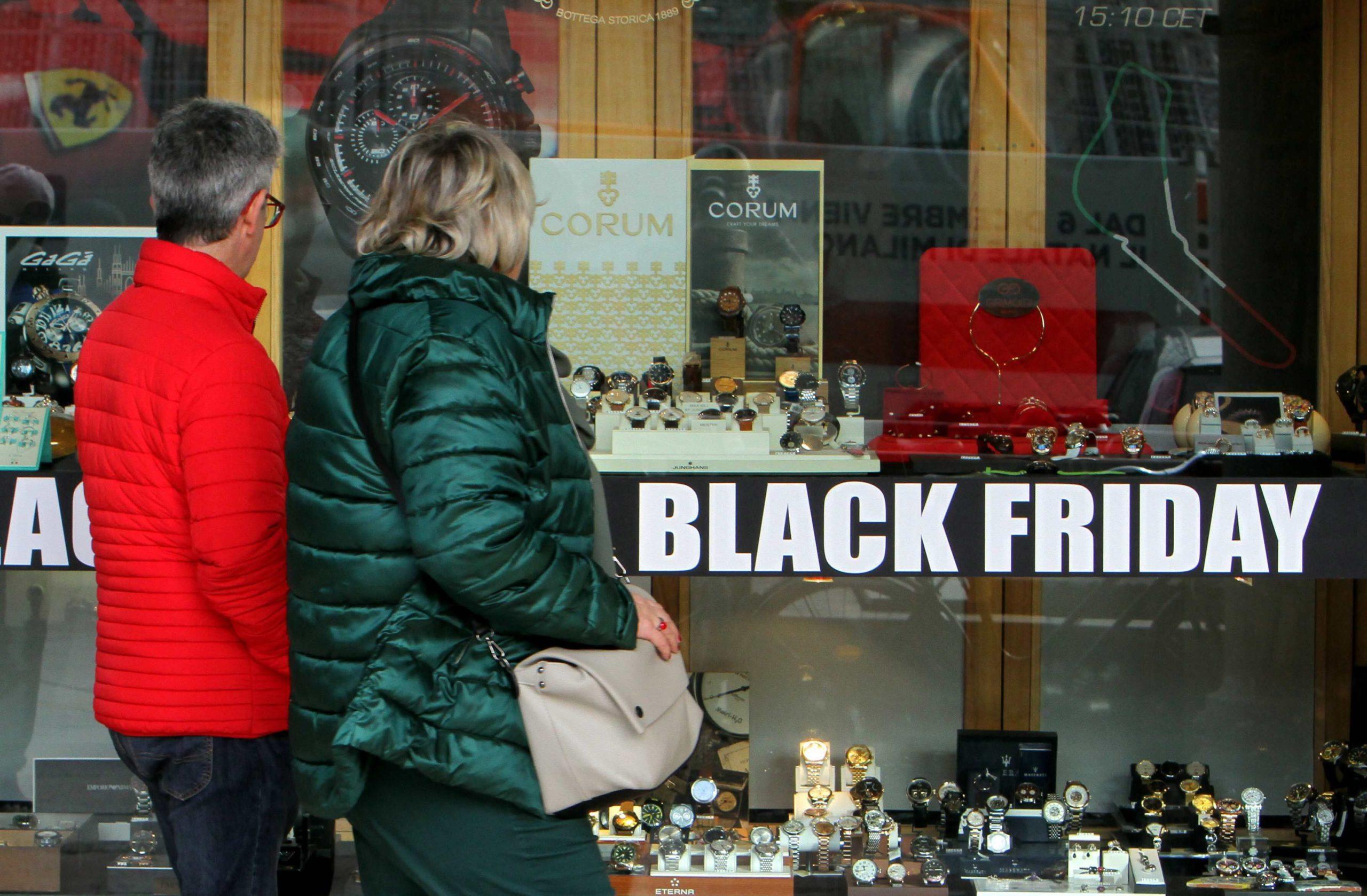 Winkels lopen leeg, internet profiteert: helft minder Amerikanen op koopjesjacht tijdens Black Friday