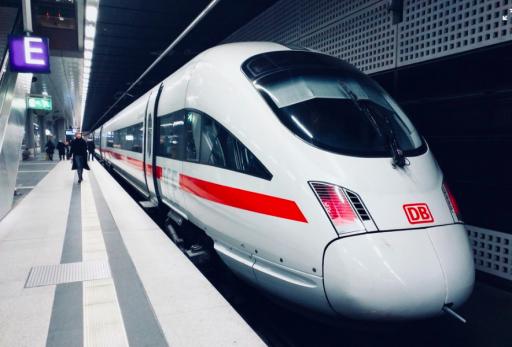 L'avion plus rapide que le train? Une étude de l'UCL prouve le contraire
