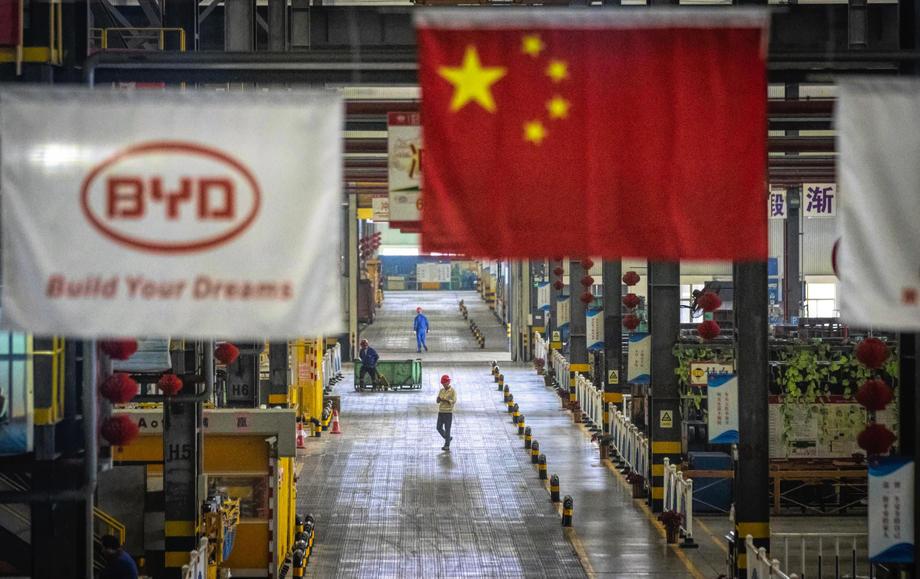 L'activité de l'usine chinoise surprend avec l'expansion la plus rapide en trois ans, bien qu'il faille rester prudent quant à une possible déflation du secteur.