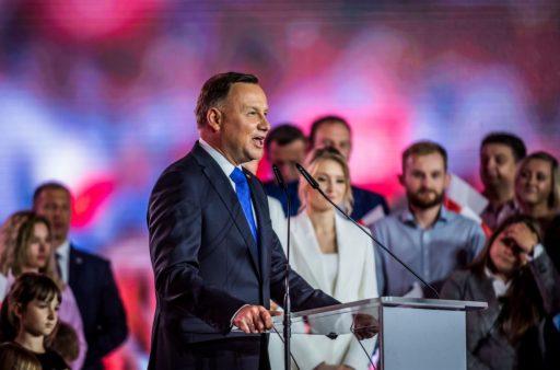 Ontslagnemende Poolse president wint verkiezingen nipt