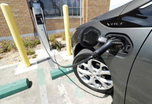 Alle nieuwe auto's emissievrij en 1.500 euro nettopensioen: dit staat in het regeerakkoord