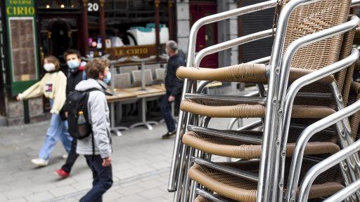 Experts stellen exitplan voor: terrassen half mei, rest van horeca pas in juni