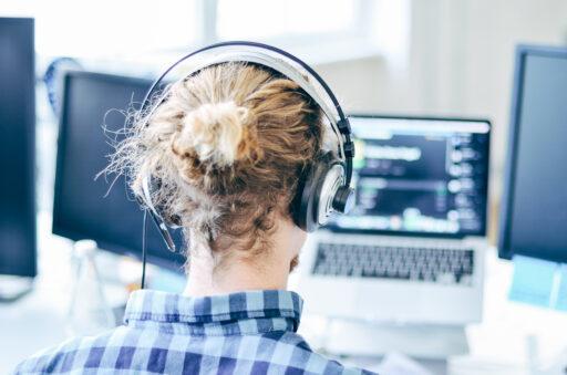 CD&V wil forse boetes voor callcenters die klanten te lang in de wachtrij houden