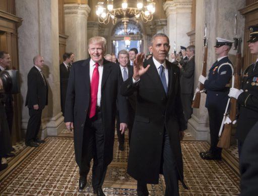 Obama over Trumps strijd tegen post: 'Meer bezig met stemming tegenwerken dan het virus onderdrukken'