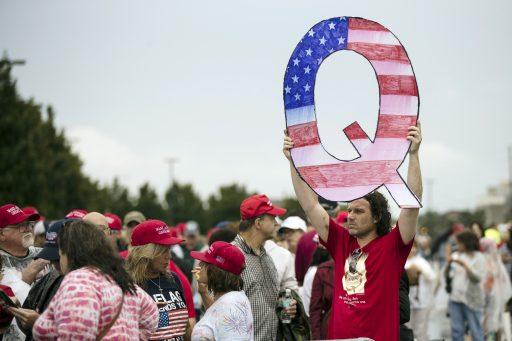 La théorie du complot QAnon compte des millions d'adeptes – encore une fois – sur Facebook