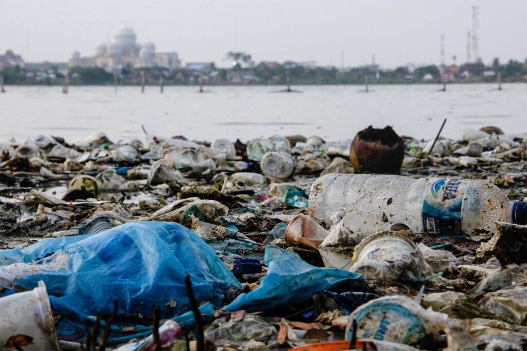 Plastic afval in Lhokseum, Indonesië