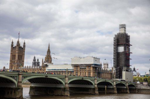 Verenigd Koninkrijk in recessie na historische daling van 20 procent