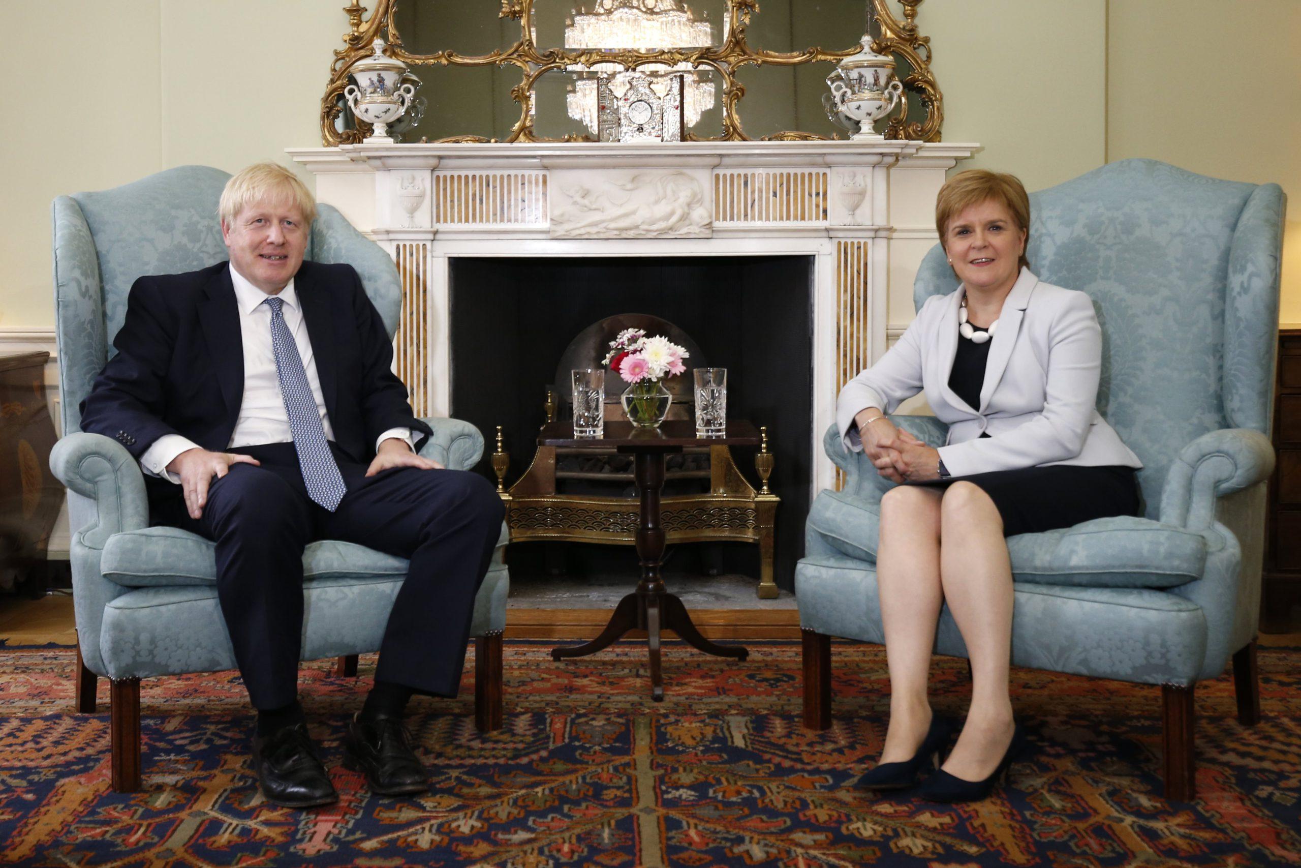 Brits premier Boris Johnson op bezoek bij zijn Schotse collega Nicola Sturgeon in juli. Toen leek het water tussen beiden nog niet zo diep. - Isopix.