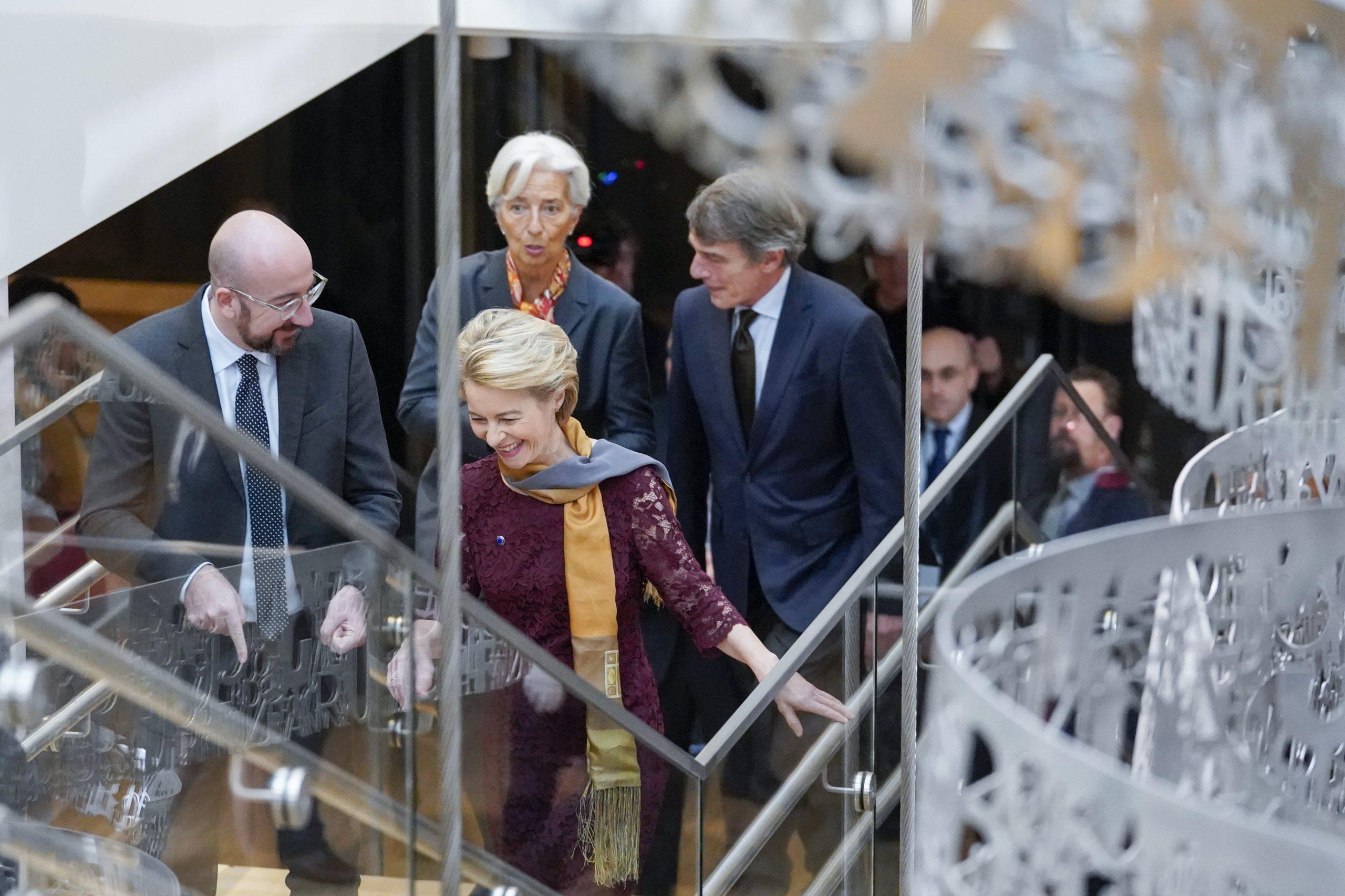 Les dirigeants européens (Charles Michel, président du Conseil, Christine Lagarde, présidente de la Banque centrale européenne, et Ursula von der Leyen, présidente de la Commission européenne
