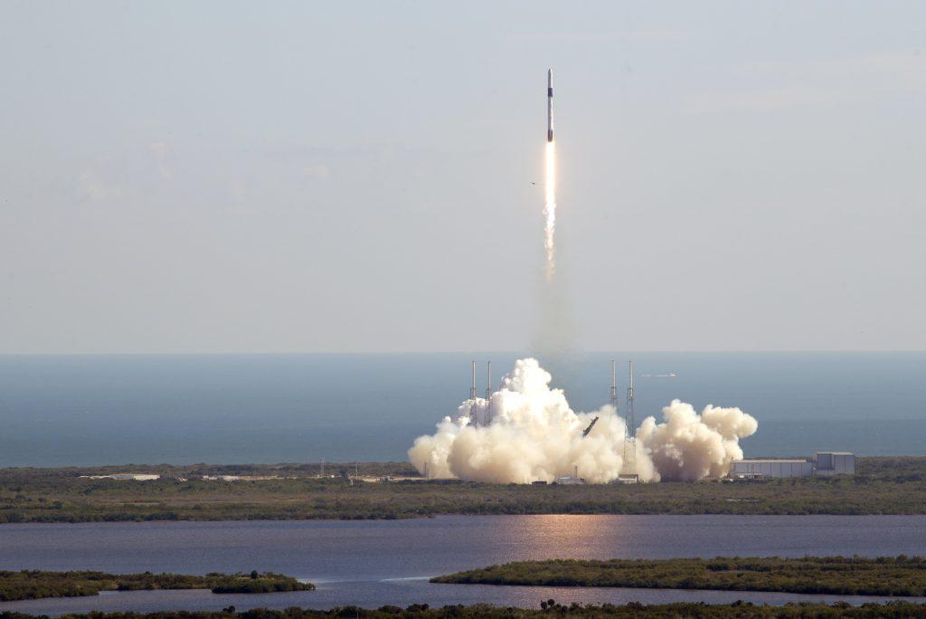 Falcon 9 en Dragon lanceren missie met supermuizen naar ISS.