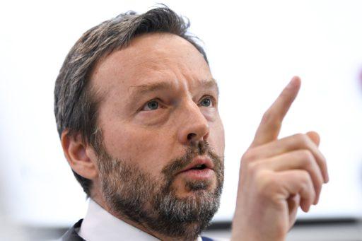 Gouverneur Nationale Bank van België levert 10 procent van zijn loon in