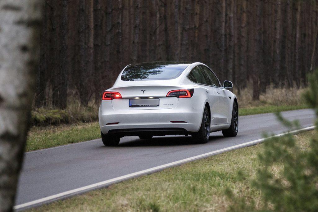 Avec 'Autopilot', Tesla trompe les consommateurs, tranche la justice allemande