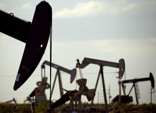 Dans le sillage des confinements, le pétrole s'effondre