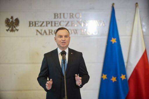 Le conservateur Andrzej Duda réélu de justesse à la tête de la Pologne