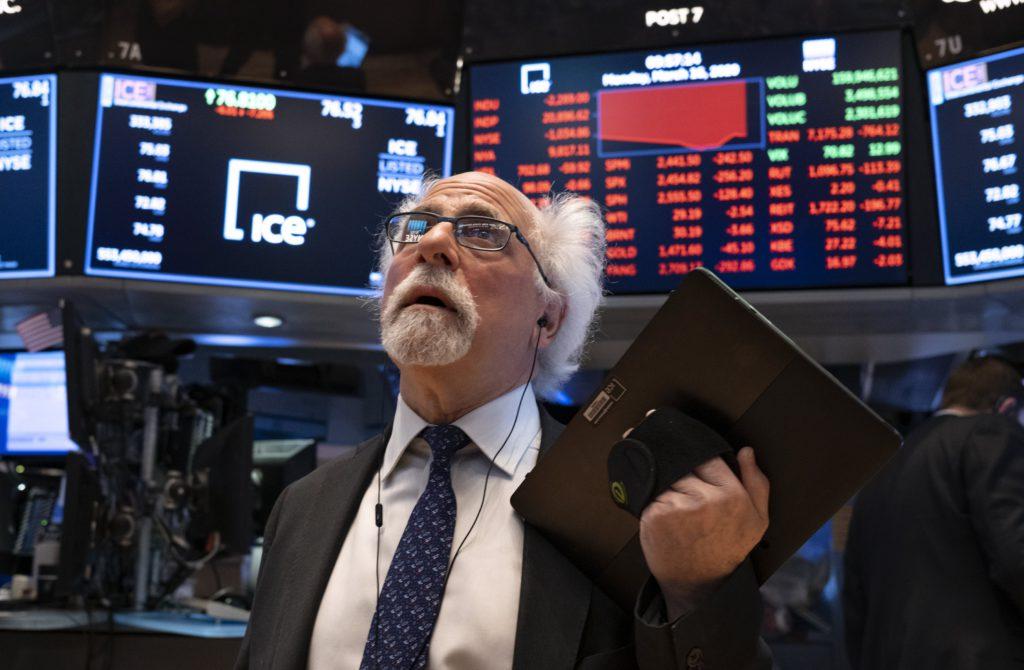 Chute des indices: l'épidémie et la Cour suprême menacent Wall Street
