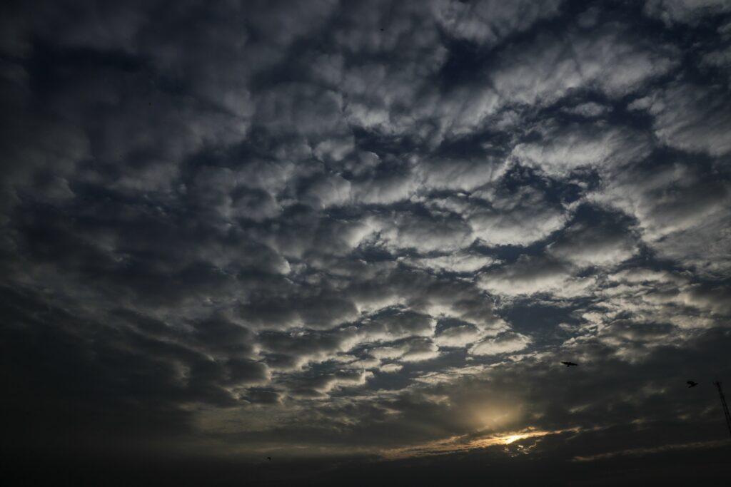 Donderwolken boven Kolkata, India, waar cycloon Amphan veel schade maakte.