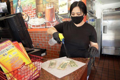 De dood van cash geld wordt al langer aangekondigd, maar eerst moet de kredietkaart eraan
