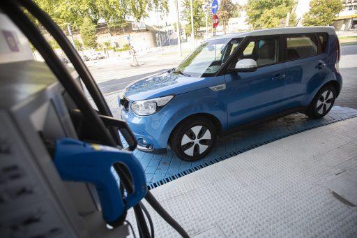 L'UE face à un problème: le marché des voitures électriques croît trop vite par rapport au nombre de bornes de recharge