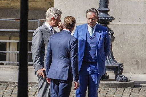 Koning Filip, Paul Magnette (PS) en Bart De Wever (N-VA)