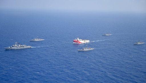 Spanning in de Middellandse zee: Frankrijk brengt oorlogsschepen in stelling tegen Turkse expansiedrang
