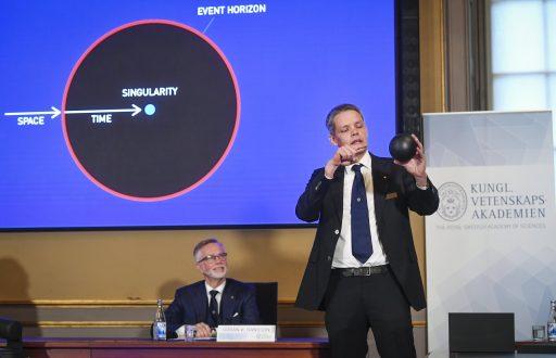 Nobelprijs Natuurkunde gaat naar trio dat zwarte gaten onderzoekt